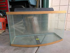 30 gallon fish tank with half hood and Light for Sale in Las Vegas, NV