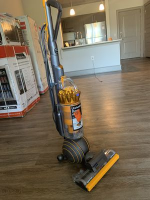 Dyson Ball Multifloor 2 Vaccum for Sale in Raleigh, NC