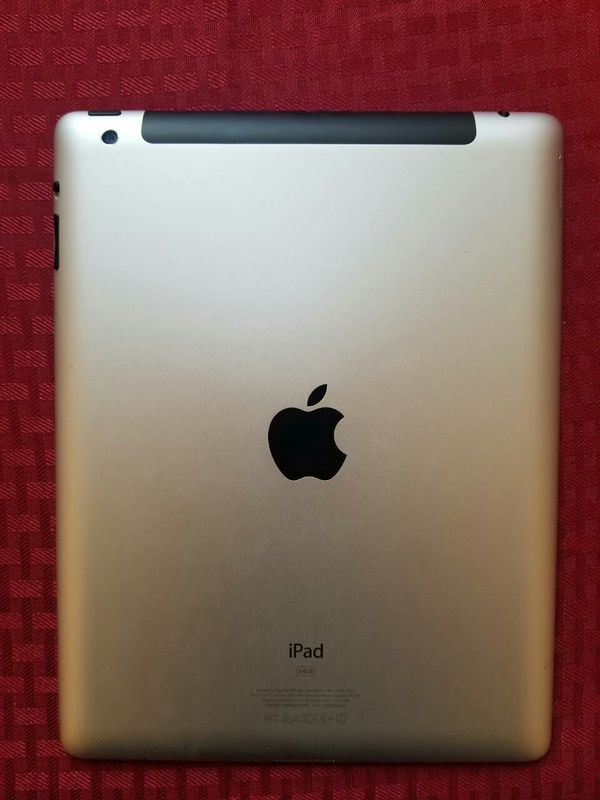 IPad 4 , 4th Generation. Cellular and Wi-Fi Internet access. Unlocked. 9.7 inch big size iPad ( Usable with Sim and Wi-Fi)