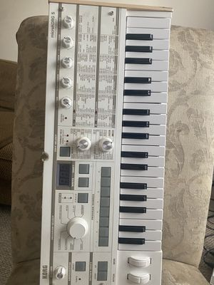 KORG SYNTHESIZER MICROKORG, with VOCODER for Sale in Sugar Land, TX