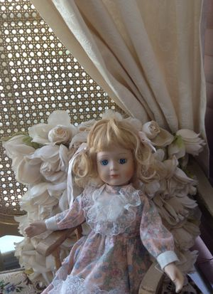 Antique doll for Sale in Bell Gardens, CA