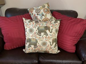 Throw pillows for Sale in Bakersfield, CA