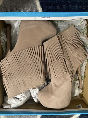 Tan Fringe Heeled Boots (6) for Sale in Fort Myers, FL