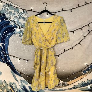 Frencesca's Collection Mi Ami Beautiful Yellow Floral Dress Size S for Sale in San Diego, CA