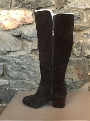 Crown Vintage Dark Brown Suede Boots, Size 7 for Sale in West Chester, PA