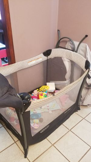 Graco Pack n Play with bassinet for Sale in Orlando, FL