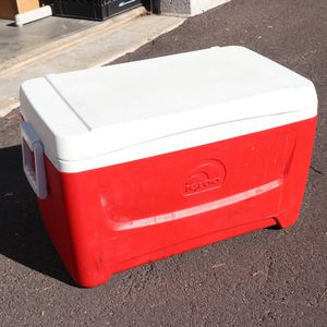 Red Igloo Cooler Ice Box Chest for Sale in Mesa, AZ