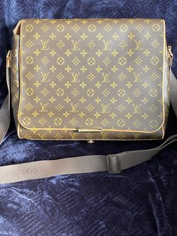 Louis Vuitton Messenger Bag for Sale in South San Francisco,  CA