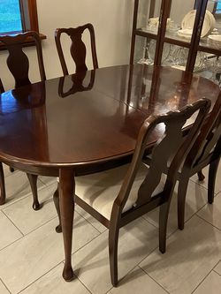 Cherry Formal Dining Room Table for Sale in Snohomish,  WA