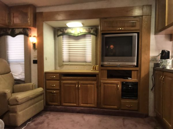 2000 Carriage 37 foot Fifth Wheel