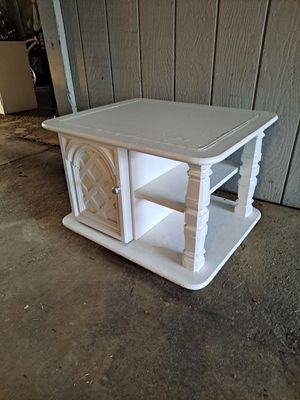 White coffee table/end table/side table for Sale in Exeter, CA