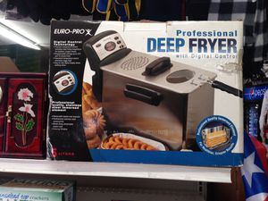 Professional Deep Fryer with Digital Controls (New never open )5 liters for Sale in Chester, PA