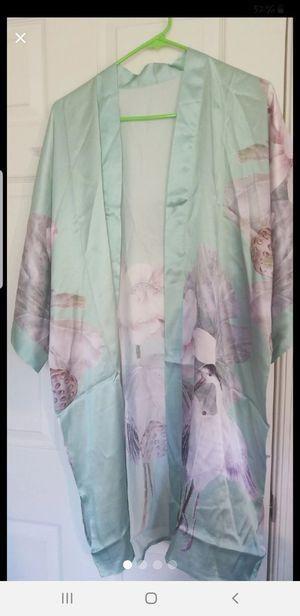 SILK kimono Robe- New for Sale in MONTGOMRY VLG, MD