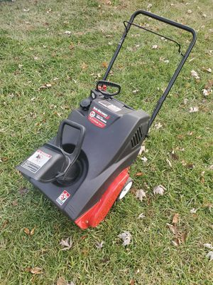 "Yard Machine 21"" 123cc 4-Cycle Snow Thrower/ Snow Blower for Sale in St. Louis, MO"