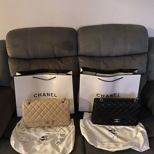 Chanel Jumbo Flaps 30cm Excellent/Pristine Condition for Sale in National City, CA