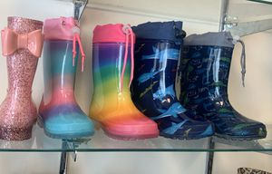 Rain boots for Sale in Bell Gardens, CA