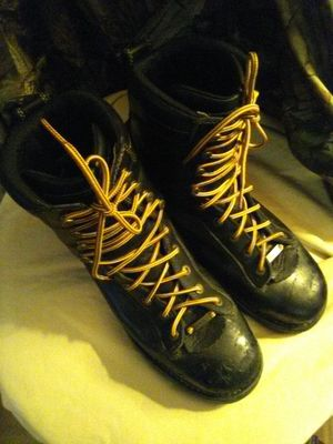 """DANNER QUARRY 8"""" SIZE 12 MENS GORE-TEX WORK BOOTS for Sale in Portland, OR"""