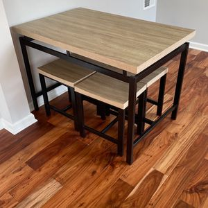 Table and Stools for Sale in Philadelphia, PA