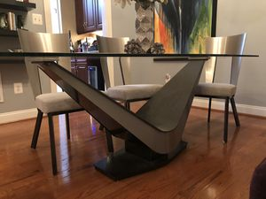 Elite Modern Victor Dining Table and Chairs for Sale in Villages of Dorchester, MD
