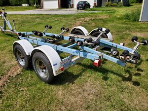 Ezloader trailer 16 to 22 for boat for Sale in Marysville, WA
