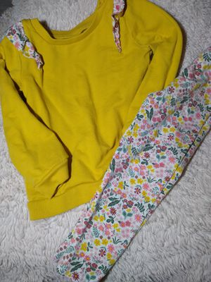 2 Carter's outfits only worn once size 3T sweaters and leggings for Sale in Johnson City, TN