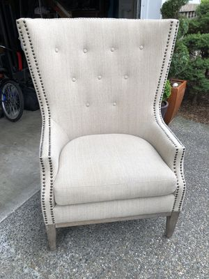 CREAM TUFTED FABRIC ACCENT CHAIR for Sale in Renton, WA