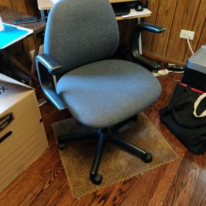 Office Chair With Reclining Back And Adjustable Height for Sale in Skokie, IL