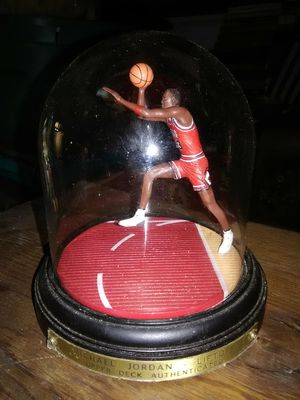 Michael Jordan Collectible w/Glass Dome for Sale in Searcy, AR