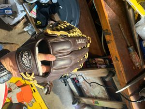 """Louisville Pro flare 14"""" softball glove. Used twice. Not broken in. for Sale in Staten Island, NY"""