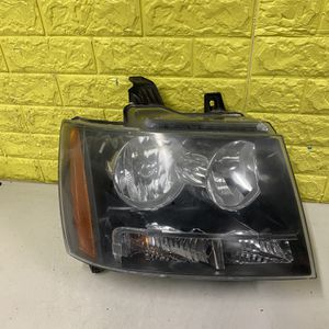 2007-2013 CHEVY TAHOE RIGHT HEADLIGHT PASSENGER SIDE USED GENUINE OEM. P1 for Sale in Lynwood, CA