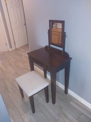Vanity makeup with mirror for Sale in Romoland, CA