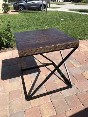 Solid wood end table for Sale in Groveland, FL