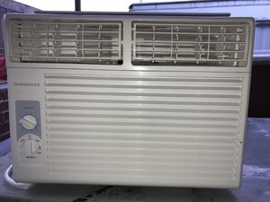 10000 ac Daewoo window Airconditioner in like new condition for Sale in Hialeah, FL