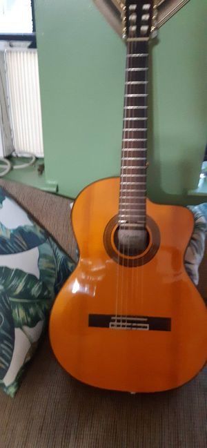 Takamine Guitar. Model. CG5CE-Nat. for Sale in Brooklyn, NY