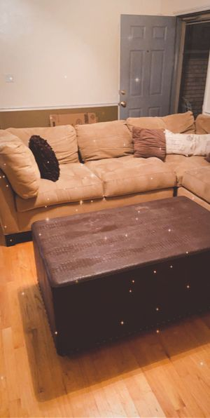 Couch sectional with bench for Sale in Raleigh, NC