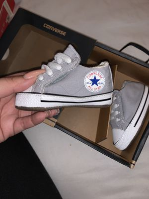 Baby gray converse for Sale in Las Vegas, NV