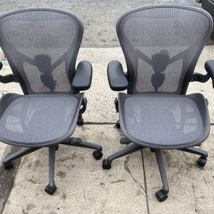 Herman Miller Remastered Aeron Chair for Sale in Los Angeles, CA