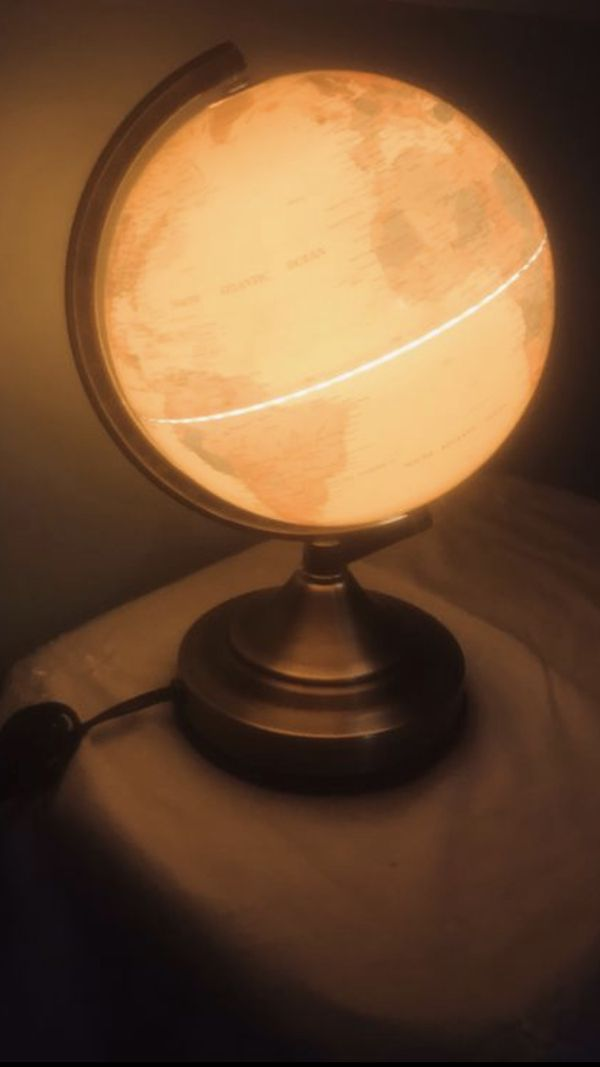 """UL PORTABLE LAMP ISSUE B.H It does work but you have to unplug it and plug to turn it on and off It 12"""" high and 8"""" round globe"""