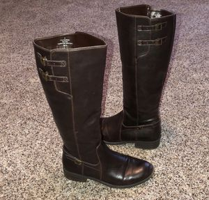 Brown boots for Sale in Waynesville, MO