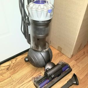 NEW Cond DYSON ANIMAL BIG BALL VACUUM WITH COMPLETE ATTACHMENTS , AMAZING POWER SUCTION, WORKS EXCELLENT for Sale in Auburn, WA