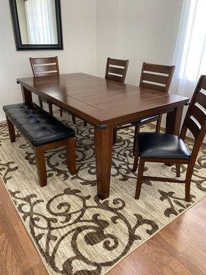 Dining Table with 4 chairs and a bench for Sale in Temecula, CA