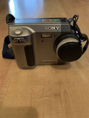 Sony Mavica Digital Camera with Case for Sale in Los Angeles, CA
