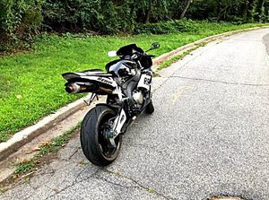 FullPrice$1000 05 Honda Cbr1000 Carbon for Sale in Trout Creek, NY