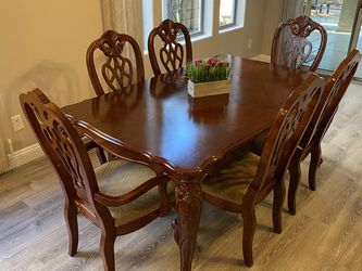 Solid Wood Cherry Antique Dining Table 6 Chairs Plus Extending Leaf- Excellent Condition for Sale in Peoria,  AZ