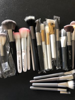 Variety of Makeup Brushes Sephora Sigma It Crown for Sale in Covina, CA