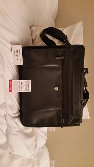 Nice Targus Laptop Computer Messenger Bag Shoulder Black Leather Briefcase. Hardly used and like new. for Sale in Charlotte, NC