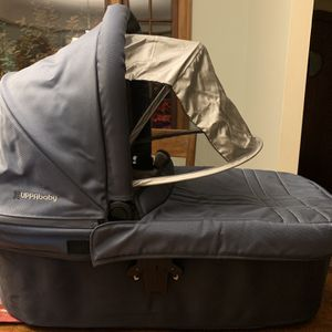 Uppababy Vista bassinet for Sale in Portland, OR