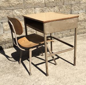 OLD FASHIONED STUDENT DESK AND CHAIR for Sale in Chillicothe, IL