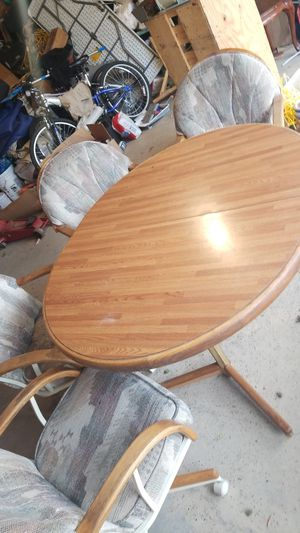 Kitchen table and 4 chairs for Sale in Chicago, IL