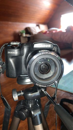 Canon PowerShot SX500 IS with Amazon Tripod for Sale in Quincy, MA